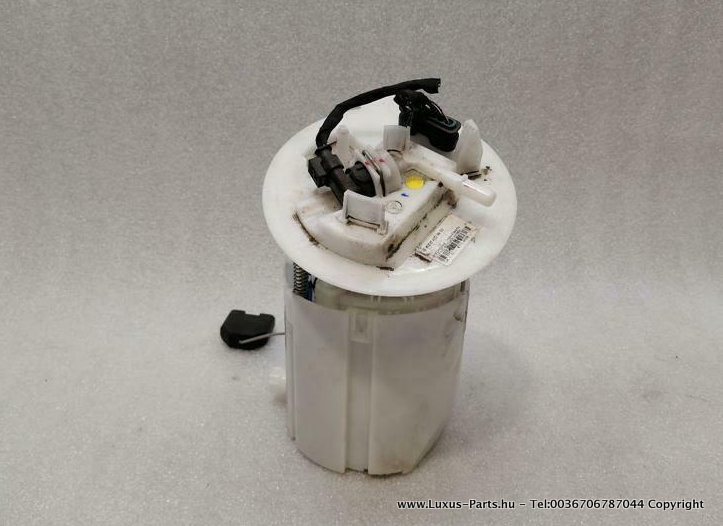 MERCEDES C43 AMG W205 Fuel Pump Electric A2054704900 Kraftstoffpumpe M276