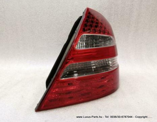 MERCEDES E Class W211 Right Rear Light A2118200664 Rückleuchte Hinten Rechts AMG